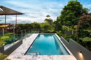 domestic frameless glass pool fencing