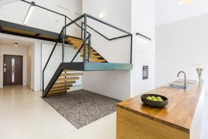 Stainless steel wire handrail on stairs