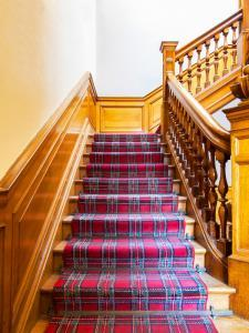 stairs with carpet stair runner